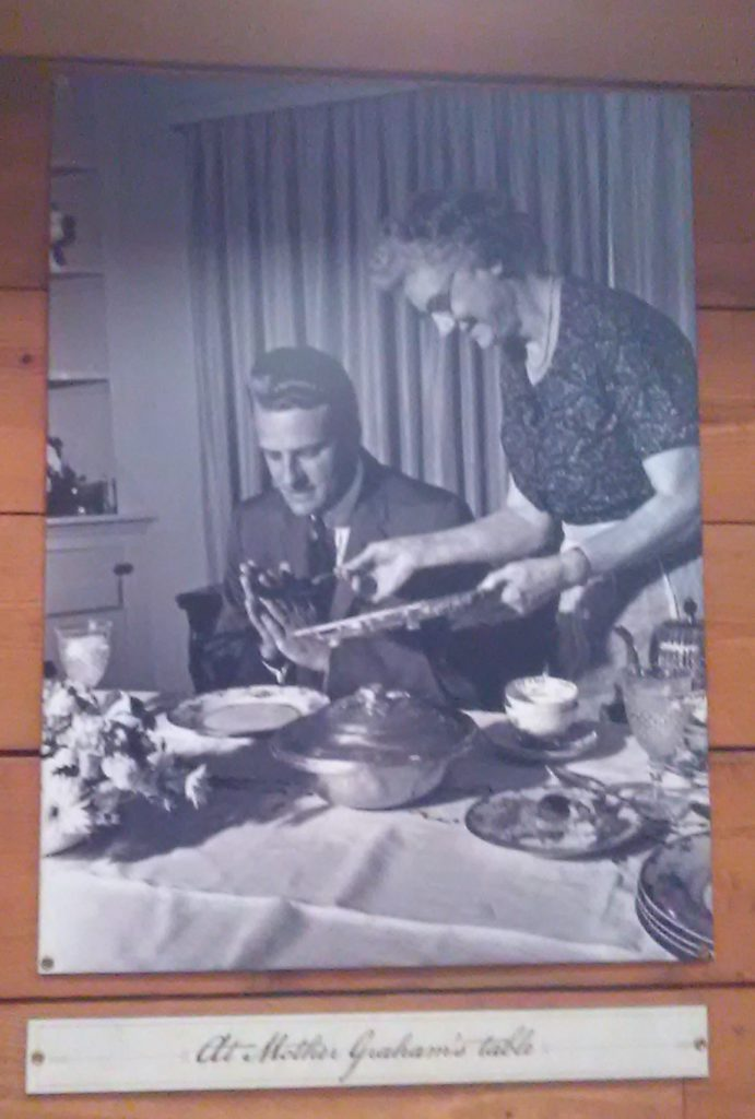 Billy Graham pic at mothers table