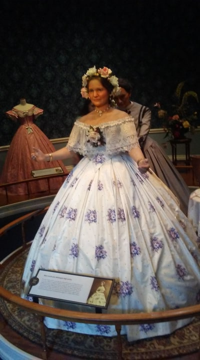 Mary Todd Lincoln figure